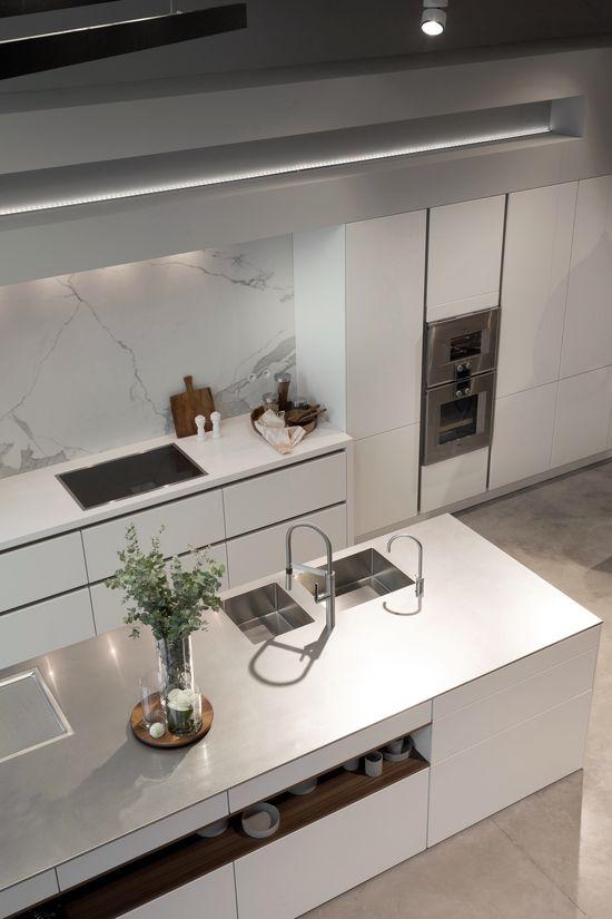 SieMatic PURE in lotus white, inox worktop, appliances Gaggenau jetzt neu! ->. . . . . der Blog für den Gentleman.viele interessante Beiträge - www.thegentlemanclub.de/blog