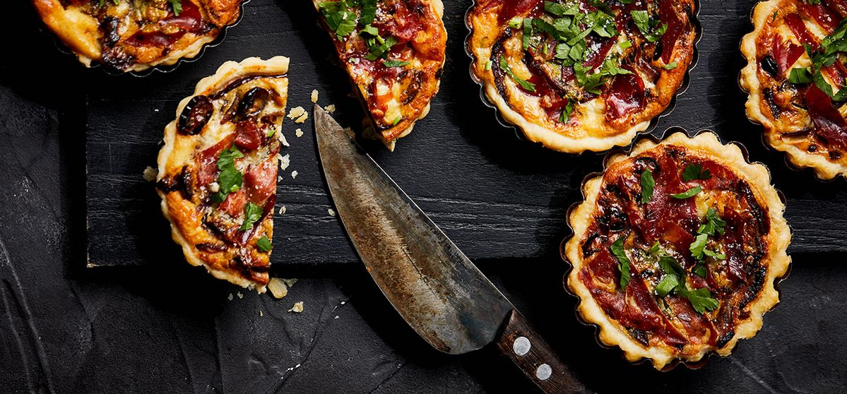 Goat's cheese quiches with ibérico ham