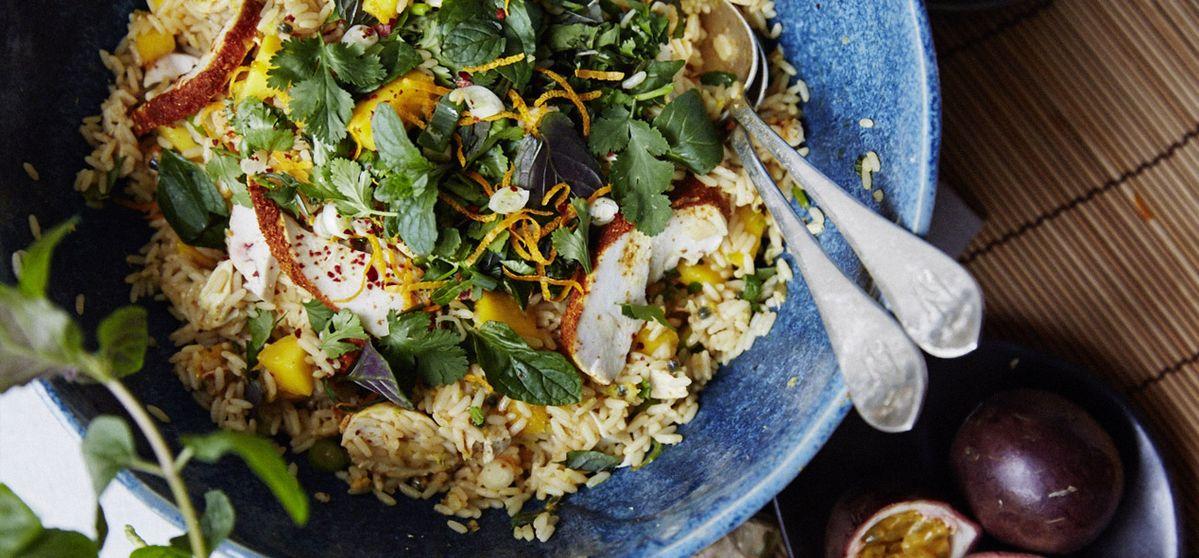 Mango-Reis-Salat mit gedämpfter Hähnchenbrust