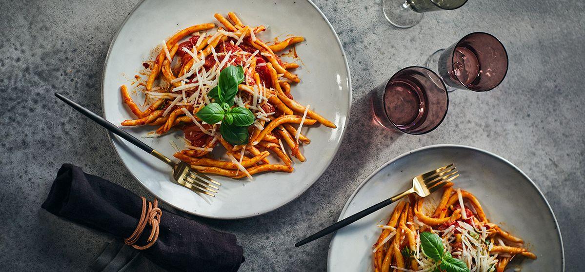 Recipe: Sonia's Pasta w/ 'Nduja & Red Onions | NEFF UK