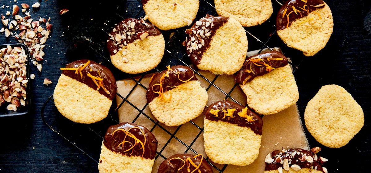 Shortbread mit Schoko-Dip, Orangen und Haselnüssen