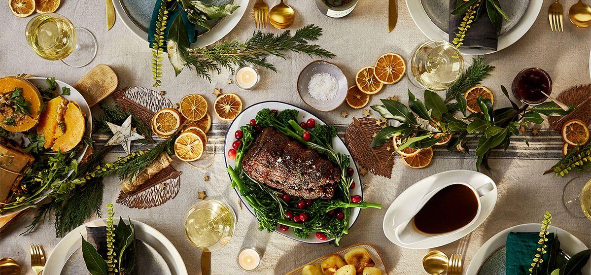 Poitrine de bœuf de Noël avec sauce au vin rouge et aux airelles